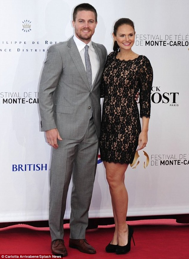 Stephen Amell Net Worth 2019 Salary per Episode Vs Wife Cassandra Jean